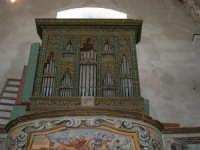 interno della Chiesa S. Sebastiano: l'organo - 23 aprile 2006  - Chiusa sclafani (1165 clic)