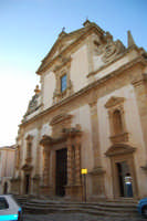 Chiesa dell'ex Collegio dei Gesuiti con facciata barocca arricchita da colonne tattili in tufo - 11 ottobre 2007  - Salemi (2473 clic)