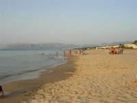 Spiaggia, mare e monti di Palermo - 18 luglio 2005  - Alcamo marina (1938 clic)
