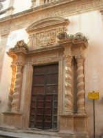 Chiesa dell'ex Collegio dei Gesuiti con facciata barocca arricchita da colonne tattili in tufo - 11 ottobre 2007   - Salemi (2061 clic)