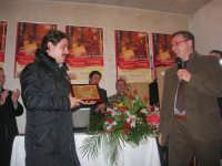 1ª Edizione Concorso Fotografico PRESEPE VIVENTE BALATA DI BAIDA - esposizione e premiazione presso il Centro Polivalente a cura dell'Associazione Culturale BALATA CLUB - Il sig. Bruno, fotografo di Monreale, vincitore del concorso - 1 marzo 2009   - Balata di baida (2854 clic)