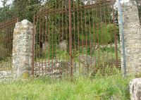 Quartiere Spagnolo - cancello - 25 aprile 2006   - Erice (1402 clic)