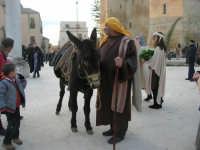 Epifania drammatizzata con quadri viventi a Salemi - interpreti durante le prove - 6 gennaio 2009   - Salemi (2420 clic)