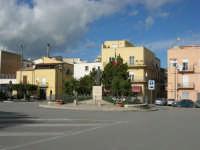 la rotonda di Piano S. Maria, con la statua di S. Francesco d'Assisi - 7 dicembre 2008  - Alcamo (974 clic)