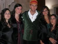 Festeggiamenti Maria SS. dei Miracoli - All'interno del Castello, aspettando che abbia inizio Il Corteo dei Conti di Modica - 20 giugno 2008  - Alcamo (716 clic)