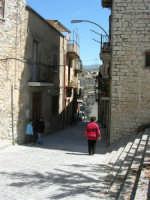 per le vie del paese - 23 aprile 2006  - Chiusa sclafani (1294 clic)