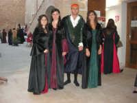 Festeggiamenti Maria SS. dei Miracoli - All'interno del Castello, aspettando che abbia inizio Il Corteo dei Conti di Modica - 20 giugno 2008  - Alcamo (828 clic)