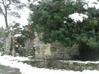 neve sul monte Bonifato - Riserva Naturale Orientata Bosco d'Alcamo - La Funtanazza, grande serbatoio pubblico di età medievale - 15 febbraio 2009  - Alcamo (7309 clic)
