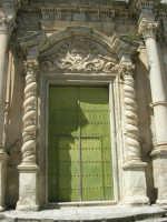 Chiesa S. Maria Assunta: risale alla prima metà del XV secolo; colpisce per il singolare prospetto barocco - 23 aprile 2006  - Chiusa sclafani (1080 clic)