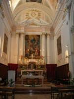 interno Chiesa S. Maria Assunta: nel presbiterio la tela centrale riproduce l'Assunzione di Maria, sostenuta da due angeli è d'ignoto pittore del tardo-manieristico. - 23 aprile 2006  - Chiusa sclafani (3498 clic)