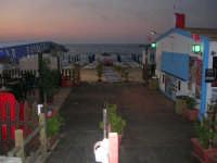Spiaggia Plaja all'imbrunire: lido - 24 giugno 2008  - Castellammare del golfo (504 clic)