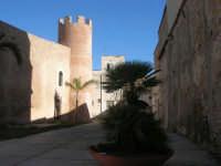 Castello dei Conti di Modica, lato est - 2 ottobre 2007  - Alcamo (869 clic)