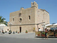 Il Santuario - chiesa fortezza - dedicato a San Vito Martire - 23 agosto 2008  - San vito lo capo (588 clic)