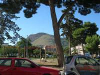 la villa di Piazza della Repubblica e monte Bonifato - 2 ottobre 2007  - Alcamo (840 clic)