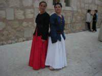 Festeggiamenti Maria SS. dei Miracoli - All'interno del Castello, aspettando che abbia inizio Il Corteo dei Conti di Modica - 20 giugno 2008  - Alcamo (633 clic)