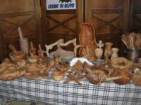 artigianato: manufatti in legno di olivo - Baglio Ardigna - 17 maggio 2009  - Salemi (7943 clic)