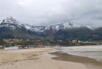 spiaggia Plaja e monti di Castellammare innevati - 14 febbraio 2009  - Castellammare del golfo (1276 clic)