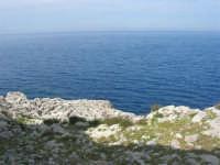 Capo San Vito - la costa rocciosa e l'azzurro del mare - 10 maggio 2009   - San vito lo capo (977 clic)