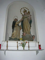 interno Chiesa S. Maria Assunta: gruppo ligneo della Vergine del Rosario e San Domenico, attribuito alla scuola del Bagnasco - 23 aprile 2006   - Chiusa sclafani (1803 clic)