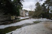 neve sul monte Bonifato - Riserva Naturale Orientata Bosco d'Alcamo - La Funtanazza, grande serbatoio pubblico di età medievale - 15 febbraio 2009   - Alcamo (6062 clic)