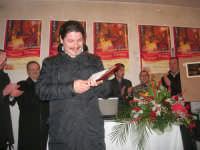 1ª Edizione Concorso Fotografico PRESEPE VIVENTE BALATA DI BAIDA - esposizione e premiazione presso il Centro Polivalente a cura dell'Associazione Culturale BALATA CLUB - Il sig. Bruno, fotografo di Monreale, vincitore del concorso - 1 marzo 2009  - Balata di baida (4493 clic)