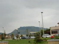 aiuola e parcheggio - 25 aprile 2006   - Valderice (3331 clic)