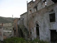 ruderi del paese distrutto dal terremoto del gennaio 1968 - 2 ottobre 2007  - Poggioreale (1040 clic)
