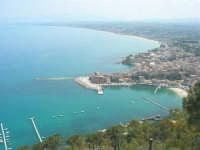 il porto, la città ed il golfo di Castellammare dal Belvedere - 3 maggio 2009  - Castellammare del golfo (1719 clic)