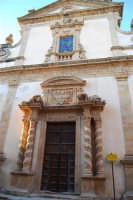 Chiesa dell'ex Collegio dei Gesuiti con facciata barocca arricchita da colonne tattili in tufo - 11 ottobre 2007  - Salemi (2077 clic)