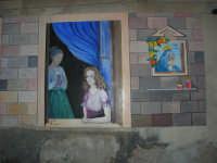 per le vie di Vita - murales - Mestieri e tradizioni della civiltà contadina: ragazza alla finestra di casa in attesa di corteggiatori, all'interno la madre che asciuga le stoviglie - 9 ottobre 2007   - Vita (4662 clic)