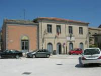 Circolo Trinacria e Municipio - 23 aprile 2006   - Chiusa sclafani (1583 clic)