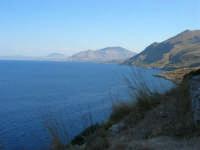 panorama: l'azzurro del mare, la costa del golfo di Castellammare ed all'orizzonte il monte Bonifato - 30 agosto 2008   - Riserva dello zingaro (949 clic)