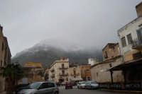Largo Petrolo e monte Inici innevato - 14 febbraio 2009  - Castellammare del golfo (1911 clic)