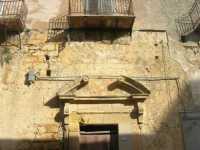 Via Padre Rosario Russo - antico palazzo . . . pericolante: particolare - 4 ottobre 2009  - Partanna (1737 clic)