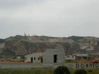 case in costruzione in vendita - in fondo cave di marmo - 25 aprile 2006   - Cornino (4051 clic)