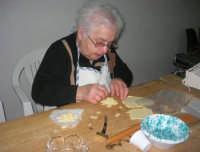 Cene di San Giuseppe - lavorazione del pane - 15 marzo 2009   - Salemi (5760 clic)