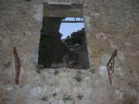 ruderi del paese distrutto dal terremoto del gennaio 1968 - 2 ottobre 2007  - Poggioreale (1999 clic)