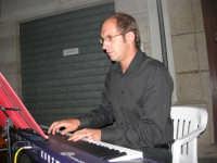 Piazzetta Vespri - Concerto Quartetto Maestri Caravaglios - Musica classica d'autore e films - Presenta il Prof. Giuseppe Camporeale. Prof. Massimiliano Ramo, violino (cell. 347-4872723 - tel. 0923-941391) - Prof. Antonello Camporeale, contrabbasso - Prof. Michele Lentini, clarinetto - flauto traverso - Prof. Arcangelo Gruppuso, pianoforte (concerti e matrimoni) - 17 agosto 2008  - Alcamo (758 clic)