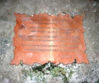 iscrizione relativa all'acqua miracolosa - Santuario della Madonna dei Miracoli - 6 settembre 2008   - Alcamo (1036 clic)