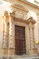Chiesa dell'ex Collegio dei Gesuiti con facciata barocca arricchita da colonne tattili in tufo  - particolare - 11 ottobre 2007  - Salemi (2669 clic)