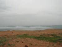 Macari - Golfo del Cofano - il forte vento di scirocco spazza il mare e solleva mulinelli d'acqua che partono dalla riva e si allontanano velocemente verso il largo - 29 marzo 2009  - San vito lo capo (1690 clic)