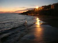 tramonto in riva al mare - 5 ottobre 2008   - Marinella di selinunte (5917 clic)