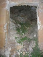 ruderi del paese distrutto dal terremoto del gennaio 1968 - 2 ottobre 2007  - Poggioreale (1562 clic)