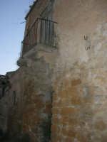 ruderi del paese distrutto dal terremoto del gennaio 1968 - 2 ottobre 2007  - Poggioreale (2043 clic)