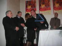 1ª Edizione Concorso Fotografico PRESEPE VIVENTE BALATA DI BAIDA - esposizione e premiazione presso il Centro Polivalente a cura dell'Associazione Culturale BALATA CLUB - La sig.ra Daniela Di Benedetto, Assessore alla Cultura e allo Spettacolo, riceve una targa ricordo - 1 marzo 2009  - Balata di baida (4434 clic)