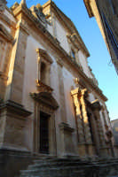 Chiesa dell'ex Collegio dei Gesuiti con facciata barocca arricchita da colonne tattili in tufo - 11 ottobre 2007  - Salemi (2445 clic)