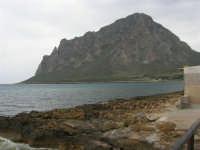 mare, scogli e monte Cofano - 25 aprile 2006   - Cornino (4405 clic)