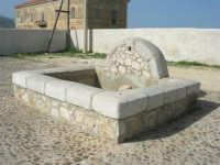 C/da Magazzinazzi - di fronte la Stazione di Castellammare del Golfo: fontana - 2 novembre 2008  - Alcamo marina (768 clic)