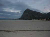 l'immensa spiaggia ed il Monte Monaco, a sera - 18 gennaio 2009   - San vito lo capo (2332 clic)