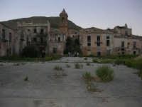 ruderi del paese distrutto dal terremoto del gennaio 1968 - 2 ottobre 2007  - Poggioreale (4772 clic)